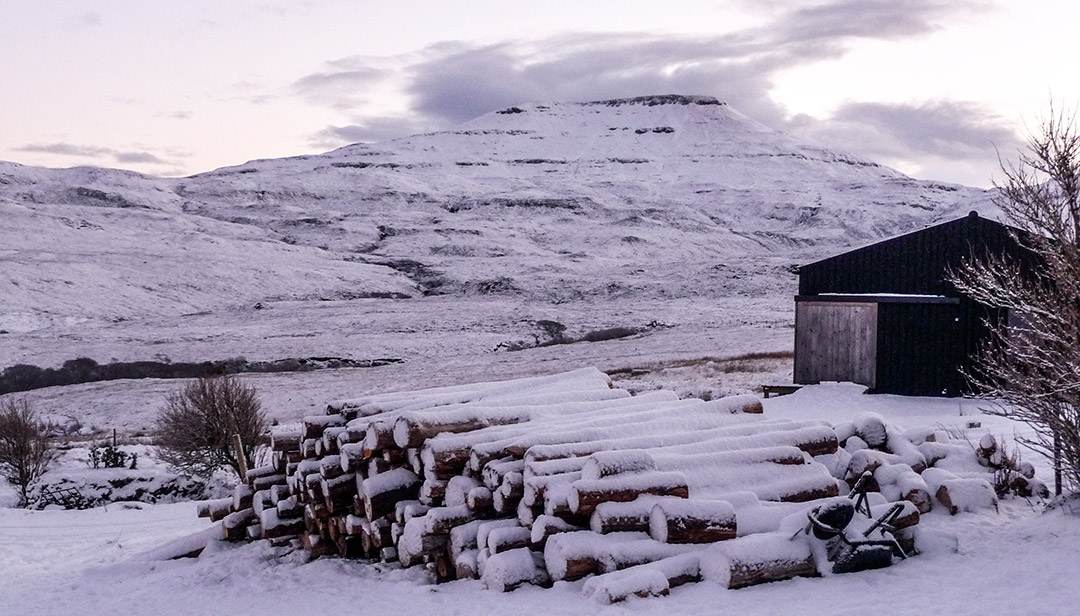 black-shed-skye-dunvegan-winter-snow